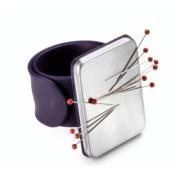 Магнитная игольница на руку (фиолетовая)